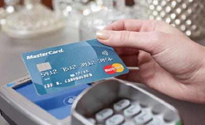 Tham khảo dịch vụ và phí rút tiền mặt từ thẻ tín dụng vietcombank
