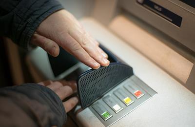 Dịch vụ rút tiền mặt thẻ tín dụng tại Quận 1 uy tín và nhanh chóng